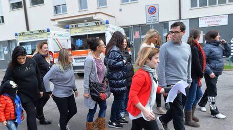 La protesta contro la chiusura del reparto