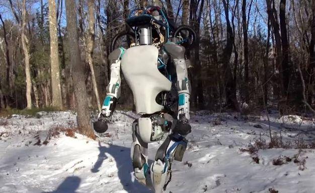 Il robot umanoide Atlas (Foto: Boston Dynamics/YouTube)