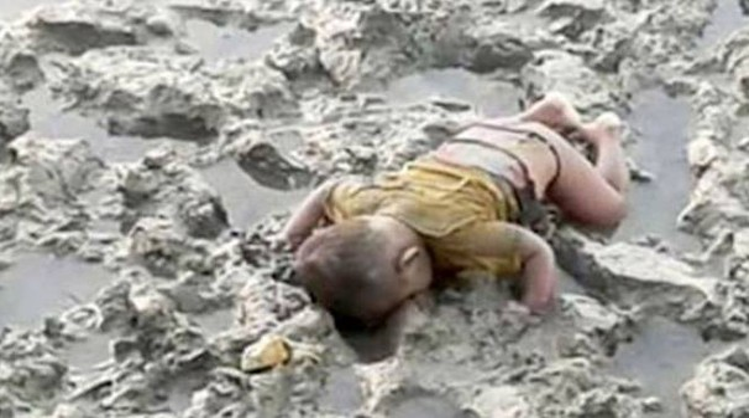 Birmania, la foto del bimbo morto fa il giro del web