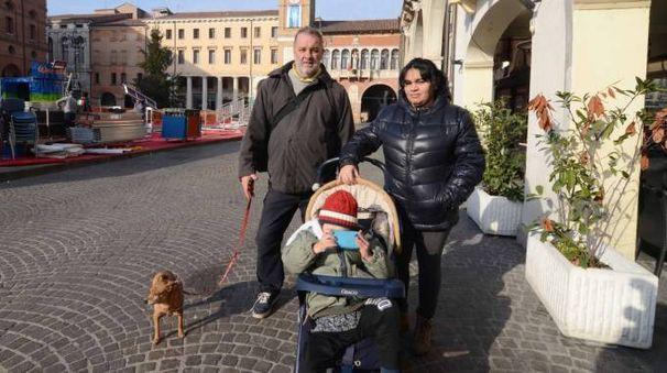 La famiglia sfrattata (foto Donzelli)