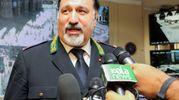 IMPEGNO Il vigile di Alberto Sordi era attaccatissimo alla divisa; a destra, il comandante Antonio Barbato