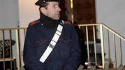 Un carabiniere all'ingresso della casa dell'orrore (foto Businesspress)