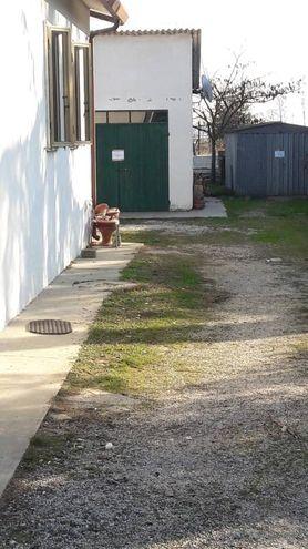 L'entrata del garage (foto Bianchi)