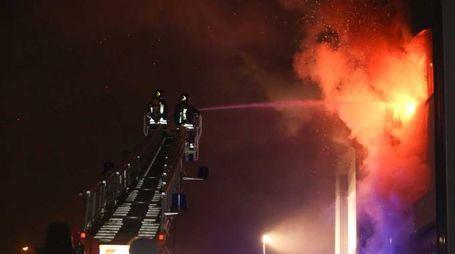 L'incendio di Sesto fiorentino nell'ex mobilificio Aiazzone (Germogli)
