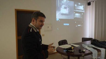 Il capitano Amedeo Consales, comandante dei Nucleo investigativo dei carabinieri illustra l'indagine (Frasca)