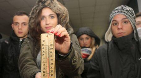 Studenti protestano per il freddo a scuola (archivio)