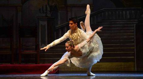 I danzatori del Balletto di Siena interpretano  'Lo Schiaccianoci'