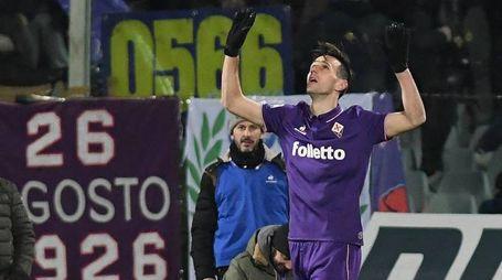 Nikola Kalinic esulta dopo il gol in Fiorentina-Juventus