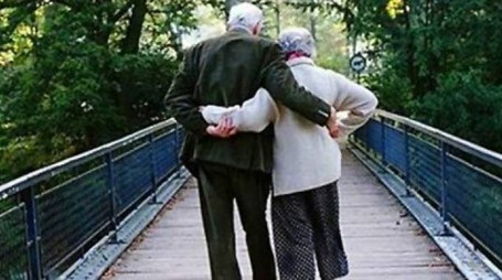 Una coppia di anziani sposi: Germana e Battista avevano rispettivamente 80 e 84 anni, sono mancati a due giorni di distanza