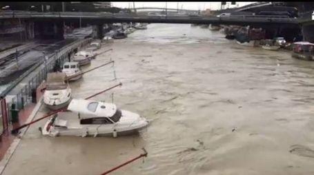 Esonda il fiume Pescara (Ansa/Youtube)