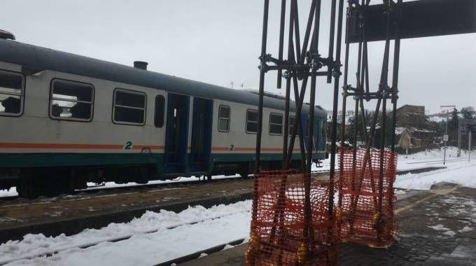 Terremoto, il treno bloccato nella stazione di San Severino
