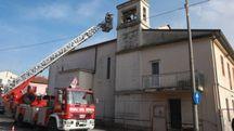 Verifiche dei vigili del fuoco anche in una chiesa