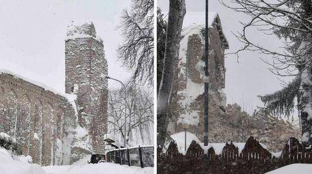 Il campanile di Amatrice prima e dopo il terremoto del 18 gennaio (Ansa)