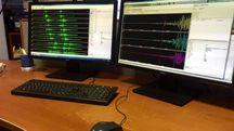 Terremoto, la sala monitoraggio sismico dell'Ingv (Ansa)