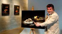 Renato Marcialis con le sue opere fotografiche