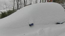 Neve, auto sepolte a Pianello (foto Carnali)