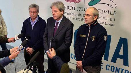 Il premier Gentiloni a Rieti con Fabrizio Curcio e Vasco Errani (Ansa)