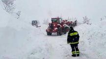 Vigili del fuoco ad Acquasanta Terme (foto Ansa)
