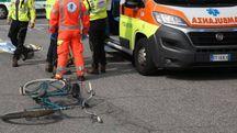 Morto un ciclista di 64 anni investito da un'auto (foto repertorio)