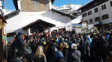 Il funerale dei due fratelli originari della Valtellina