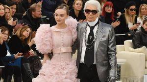 Chanel, Lily-Rose Depp con Karl Lagerfeld per il gran finale (LaPresse)