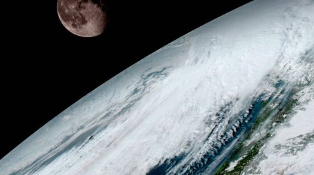 Luna e Terra in un'immagine di GOES-16 (Foto: NOAA/NASA)