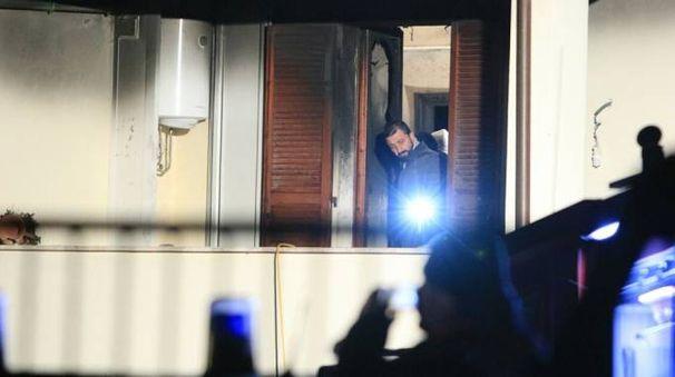 Gli investigatori sul luogo in cui si è verificato il brutale episodio in via Montecchio tra Nocera e Gaifana