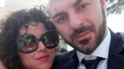 Fabio Di Lello con la moglie Roberta Smargiassi (Ansa)