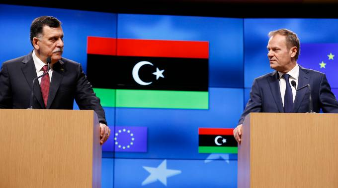 Tusk e al-Sarraj nella conferenza stampa congiunta (LaPresse)
