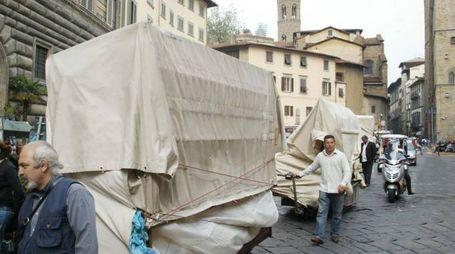 Alcuni dei banchi di piazza San Firenze