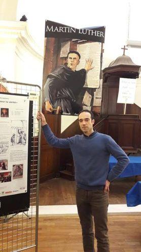 Filippo Cenni nel tempio protestante di Angoulême alla mostra sul suo Martin Lutero