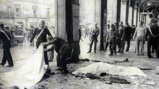 Strage di piazza della Loggia, la bomba fu posizionata in un cestino dei rifiuti