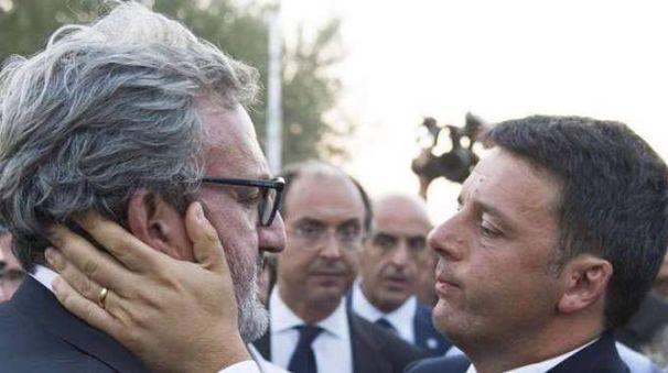 Matteo Renzi e Michele Emiliano (Ansa)