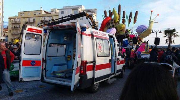 L'ambulanza e il carro