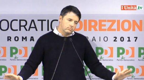Matteo Renzi durante la direzione del Pd