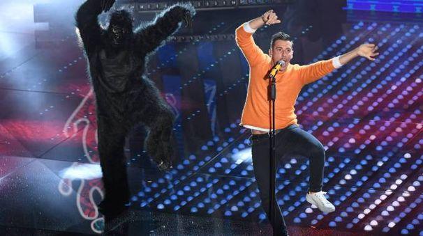 L'esibizione a Sanremo di Francesco Gabbani