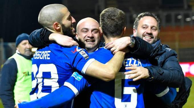Fabio Gallo festeggia coi suoi