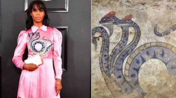 Il vestito di Santigold e il disegno nella tomba etrusca