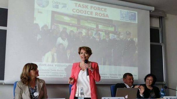 Vittoria Doretti (in piedi), ideatrice del progetto Codice rosa