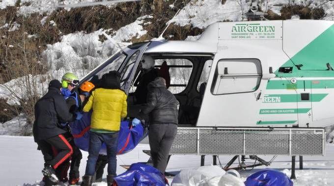 Il Soccorso alpino a Gressoney (Ansa)