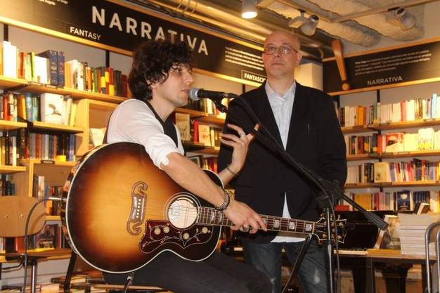 Ermal Meta alla Feltrinelli Red (New Press Photo)