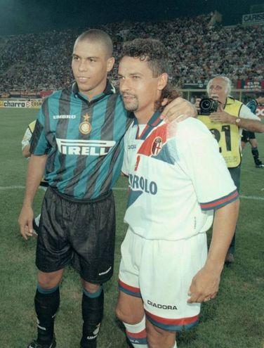 Con Ronaldo in un Bologna-Inter dell'agosto '97: in rossoblù Baggio vivrà una stagione magica in campo, ma segnata dalle liti con l'allenatore Renzo Ulivieri (Ansa)