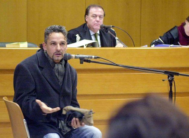 Baggio durante l'udienza al tribunale di Torino nel 2003 per il processo per la somministrazione di farmaci ai giocatori bianconeri (Ansa)