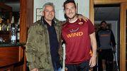 Baggio, durante il corso per allenatori di Coverciano, fa visita alla Roma e al suo amico Francesco Totti (Ansa)
