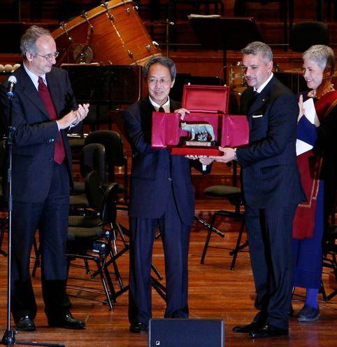Baggio si è convertito al buddhismo ed è sempre stato molto impegnato in ambito umanitario: nel 2010 ha ricevuto il 'World Peace Award' (Ansa)