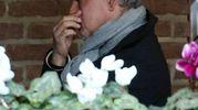 Le lacrime alla camera ardente di Gino Corioni, il presidente del Brescia a cui Baggio era molto legato (Fotolive)
