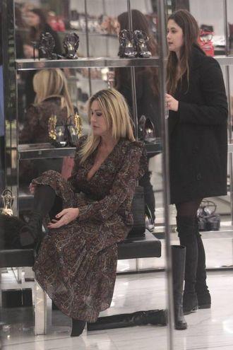 Paola Ferrari fa shopping a Milano con la figlia