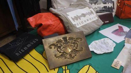 Alcuni degli oggetti contraffatti col marchio Richmond (Foto Fantini)