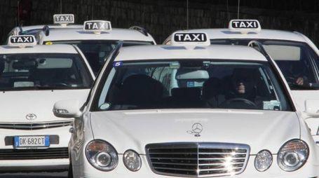 Alcuni taxi per la strada