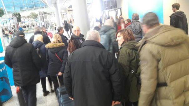 Il gruppo di tifosi bloccati in aeroporto a Düsseldorf